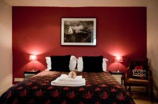 Cherry Room - Queen size bed En-suite power shower Overlooking picturesque lawns and gardens Flat screen TV/DVD