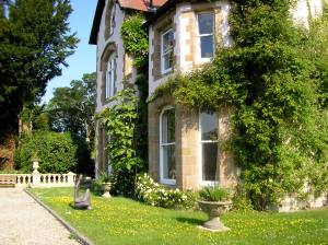 Spacious luxury property sleeps 24 plus children or staff