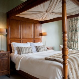 Four-poster King-size bed in this large rental property
