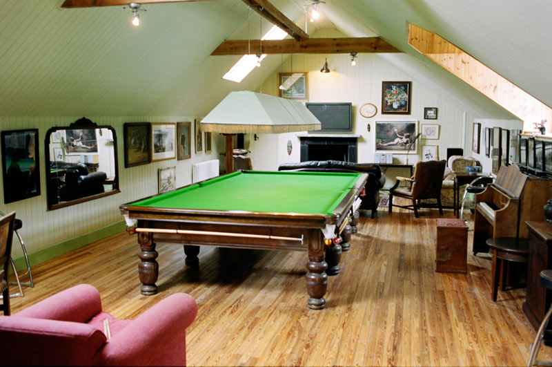 Snooker table games room in large holiday house the old - Game room in house ...