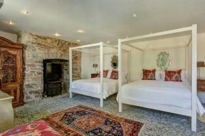 Courtyard double double bedroom